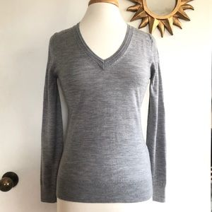 BANANA REPUBLIC Gray Merino Wool V-Neck Sweater